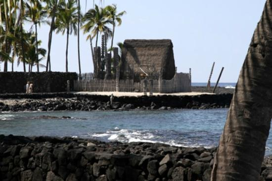 Pu'uhonua O Honaunau National Historical Park: One of he holy structrures