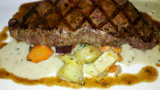 Victoria Gastro Pub: 10oz Strip Steak
