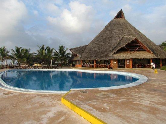 Ora Resort Watamu Bay: piscina e ristorante