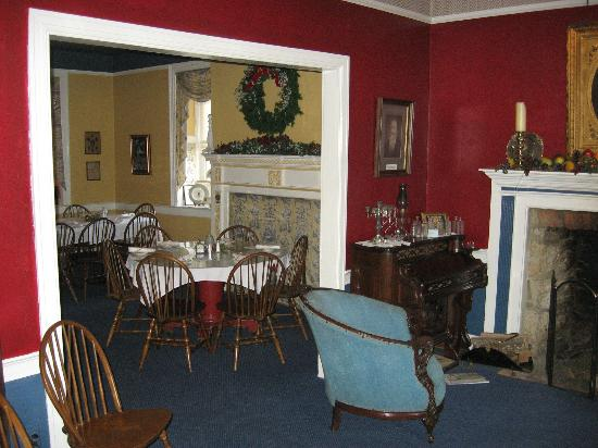 The Fairfield Inn: Dining room