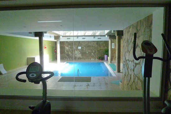 Howard Johnson Hotel  Ramallo: El gimnasio y la piscina climatizada