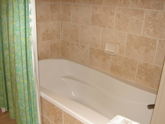South Beach Biloxi Hotel & Suites: Shower/Tub Combo