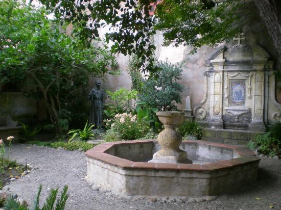 Carmel Mission: la fontaine