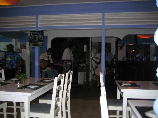 L'Auberge des Grenadines : View towards jazz trio and Jacques