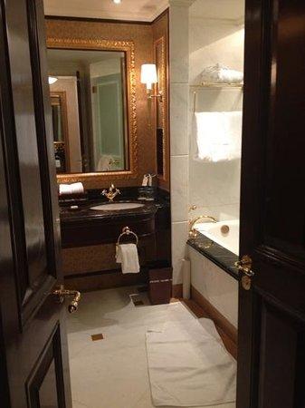 Grand Central Hotel Shanghai: bath.