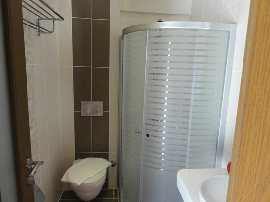 Crescent Hasirci Hotel & Villas: Ultra modern shower room