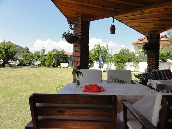 Crescent Hasirci Hotel & Villas: Tablecloths lunchtime