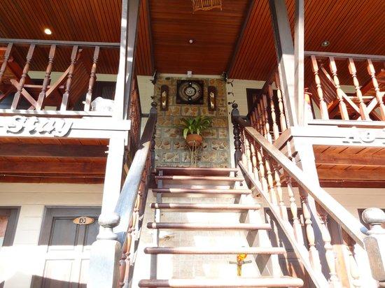 Ao Nang Home Stay: вид снизу на отель 