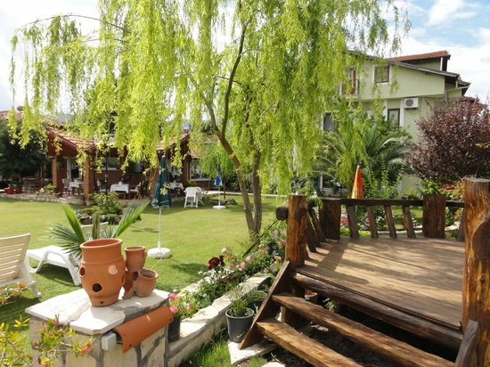Crescent Hasirci Hotel & Villas: Lovely shady gardens