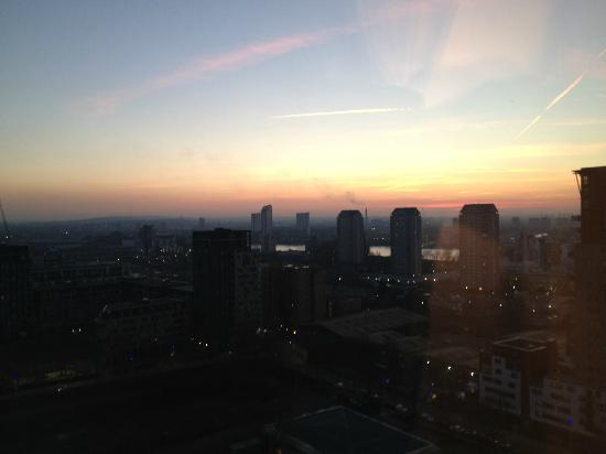 Hilton London Canary Wharf: evening view from room