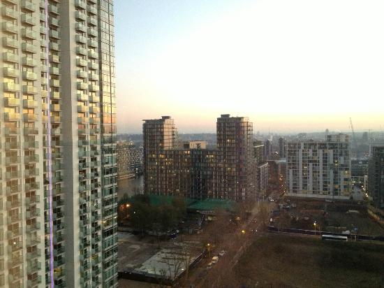 Hilton London Canary Wharf: morning view from room