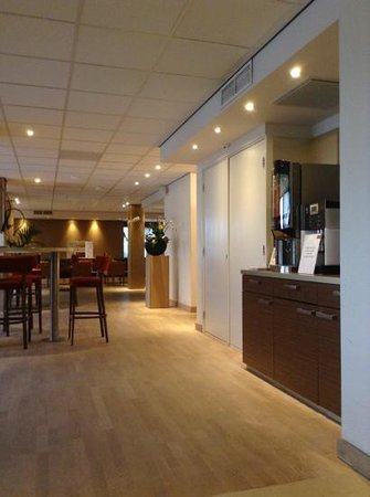 Mercure Groningen Martiniplaza: bar/coffee area
