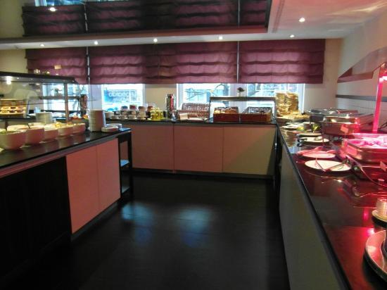 Leonardo Hotel Berlin: Breakfast room