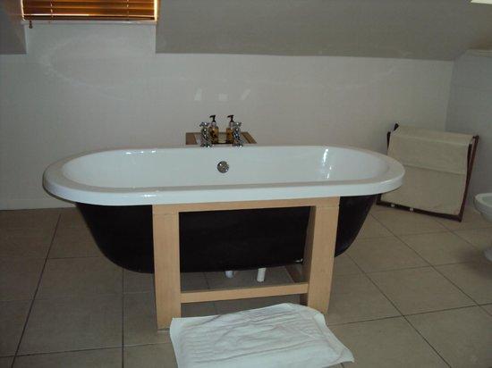 The Green Dragon Inn: Wonderful bath!!