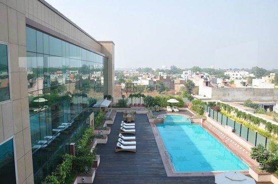 Radisson Blu Agra Taj East Gate: View of the pool