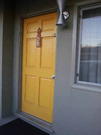 Agave Inn: Lomon Yellow Door