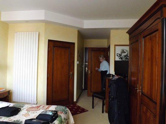 La Grange de Conde: View of the room