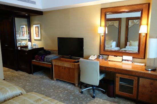 Shangri-La Hotel Jakarta: room