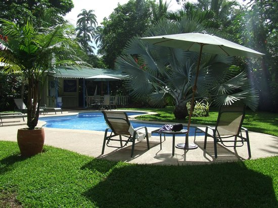 Playa Negra Guesthouse: Piscina