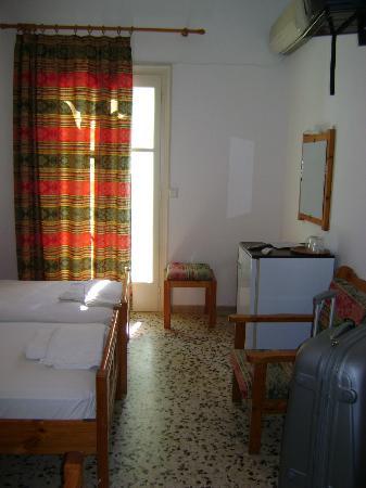 Babis Hotel: camera con frigo