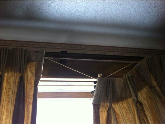 Afton House Inn:                                     Broken curtain closure