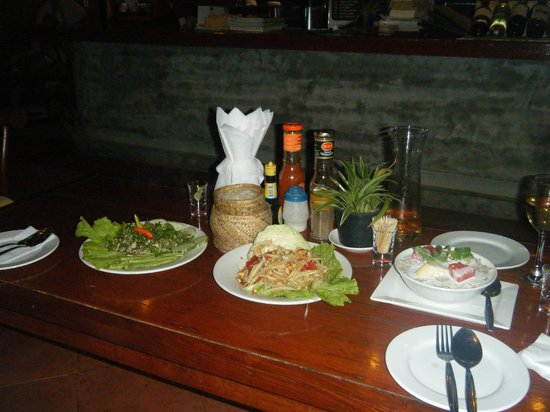 Inthira Vang Vieng : A traditional Laos meal served in the hotel's restaurant