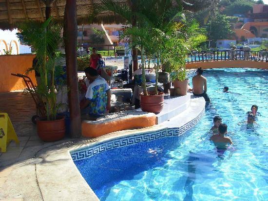 Los Angeles Locos : swim up bar