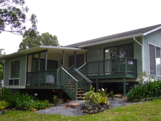 Pilialoha Cottage: View of rear deck.  Access via Bedroom or Living Room.