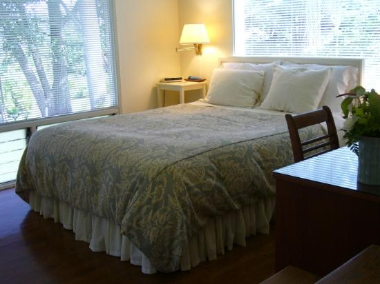 Pilialoha Cottage: Queen size bed