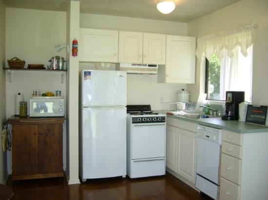Pilialoha Cottage: Fully equipped kitchen