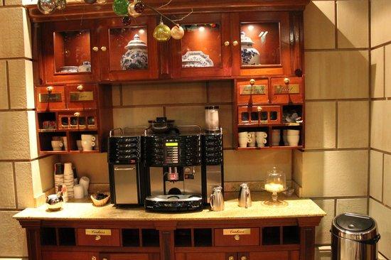 Hotel Estherea: Complimentary coffee & tea!