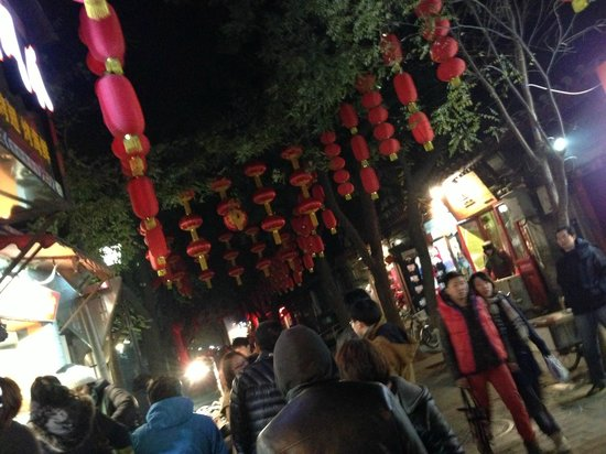 Beijing Wohkoon Hostel-Nan Luo Gu Xiang Branch: The main alley- full of great stuff to do, see and taste