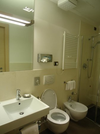 BEST WESTERN Hotel Armando : spacious bathroom