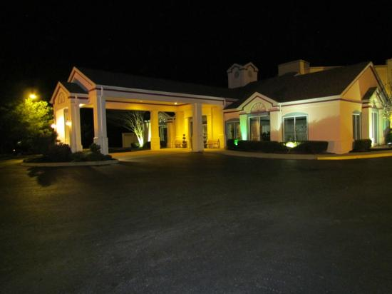 Best Western Plus Inn at Valley View: Outside 2
