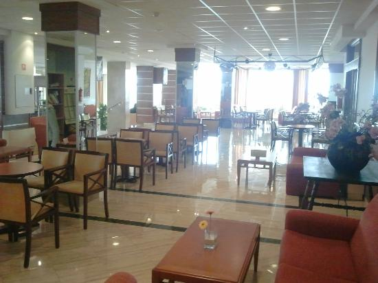 Hotel Las Arenas: Sitzmöglichkeiten in der nähe von der Bar