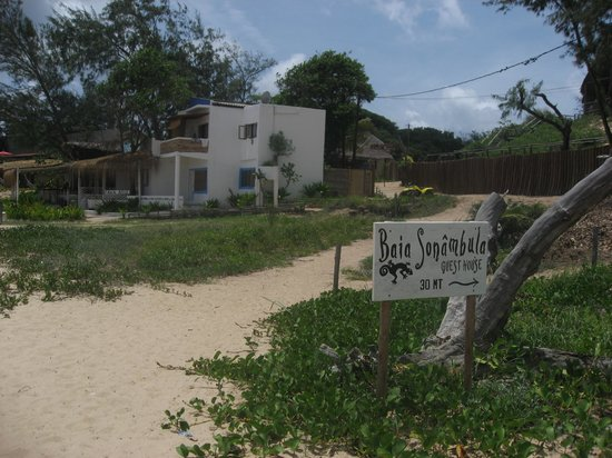 Baia Sonambula Guest House: Sign for Hotel from beach