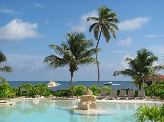 Coco Beach Resort: view from the pool