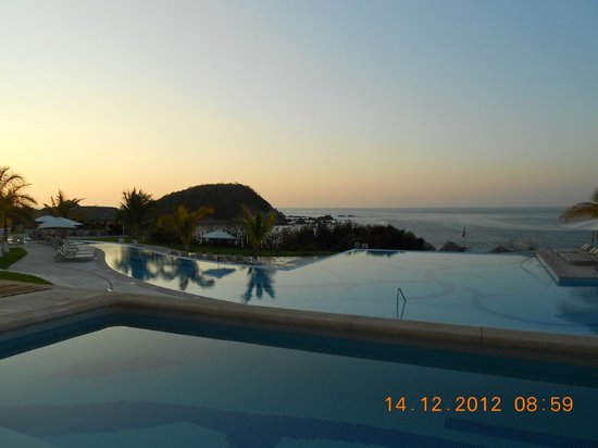 Secrets Huatulco Resort & Spa: Sunrise...