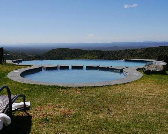 โรงแรมคุซุโกะเลาจน์: A pool with a view