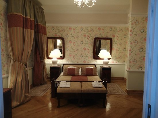 The Bonerowski Palace: View of bedroom from sitting room doorway