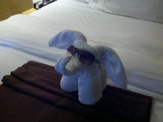 พริวิเลจอลูซ: Another towel animal