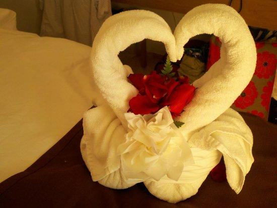 พริวิเลจอลูซ: Towel design left on our bed