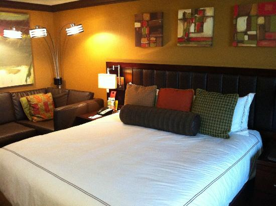 The San Luis Resort: Nice bed
