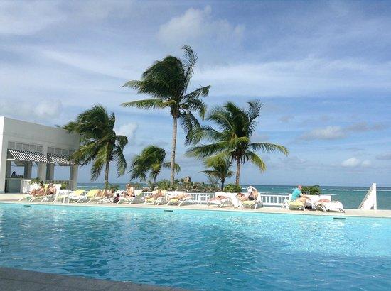โรงแรมคัปเปิ้ลส์ทาวเว่อร์อิสเซล: The main pool