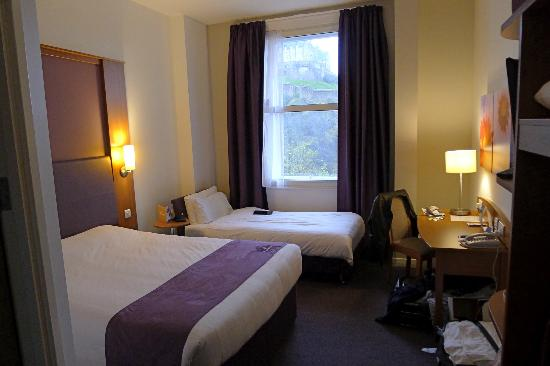 Premier Inn Edinburgh City Centre (Princes Street) Hotel: Room facing Edinburgh Castle