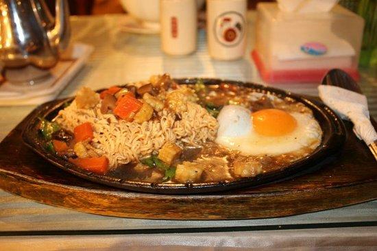 Vegetarian Foods Restaurant: Fried noodles