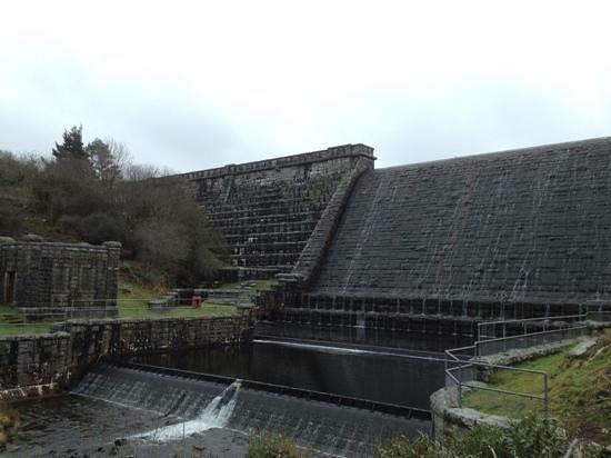 Fernworthy Reservoir: The Dam!