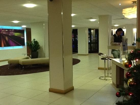 Novotel Birmingham Airport: hall