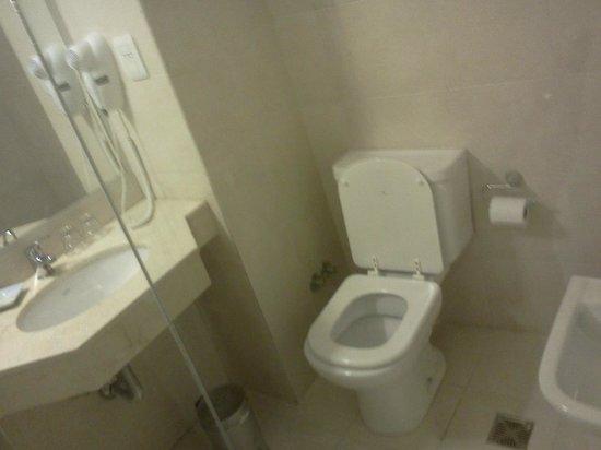Hotel Carlos V: Vista del baño