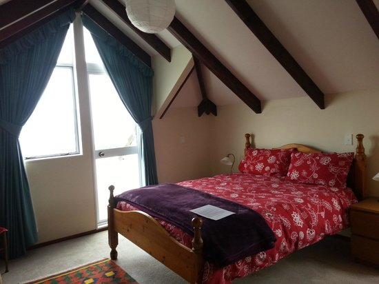 Lakeview Heights Farm Stay: Room with balcony.